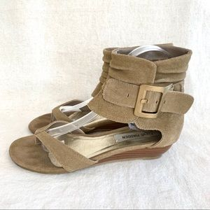 STEVE MADDEN Tan Suede Ankle Wrap Small Wedge (8)
